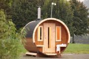 Wolff Finnhaus Holz Saunafass 280 de luxe Thermoholz Bausatz Dachschindeln schwarz (Ø235 x 280 cm)