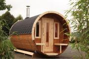 Wolff Finnhaus Holz Saunafass 330 de luxe montiert Dachschindeln schwarz (Ø235 x 330 cm)